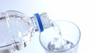 塩水洗浄(内服浣腸)の正しいやり方、効果や危険性について